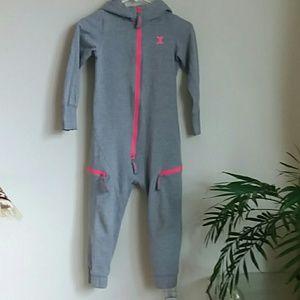 Onepiece gray onesie kids size 6 / 7